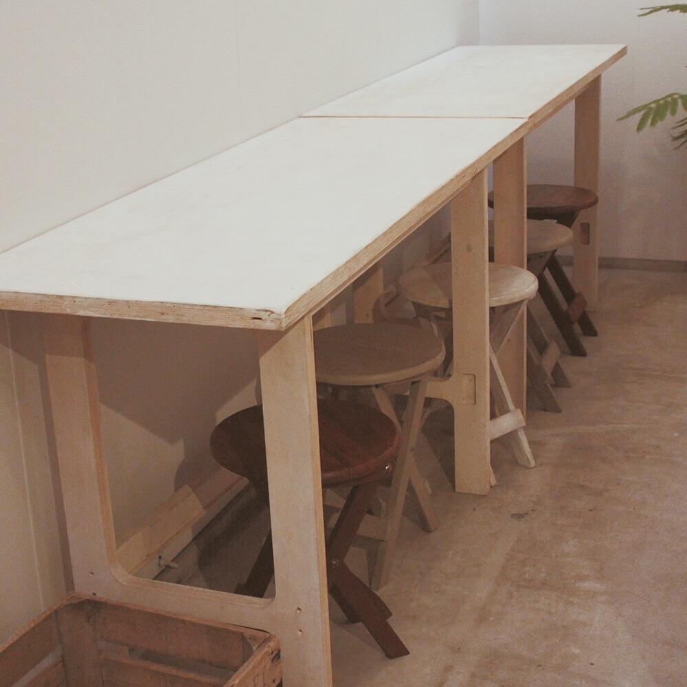 テーブル・丸イス(5脚)