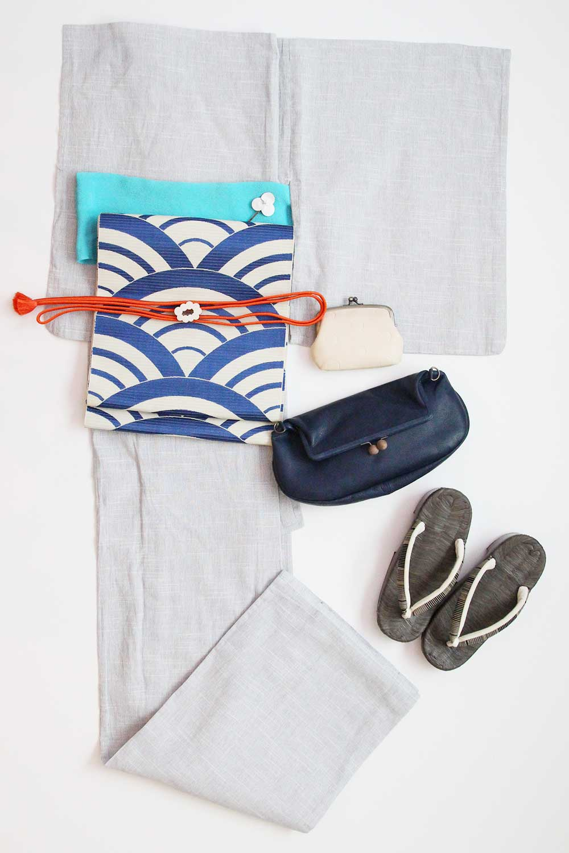 Enjoy lightly wearing Yukata with Gamaguchi bag and other fashion Items.